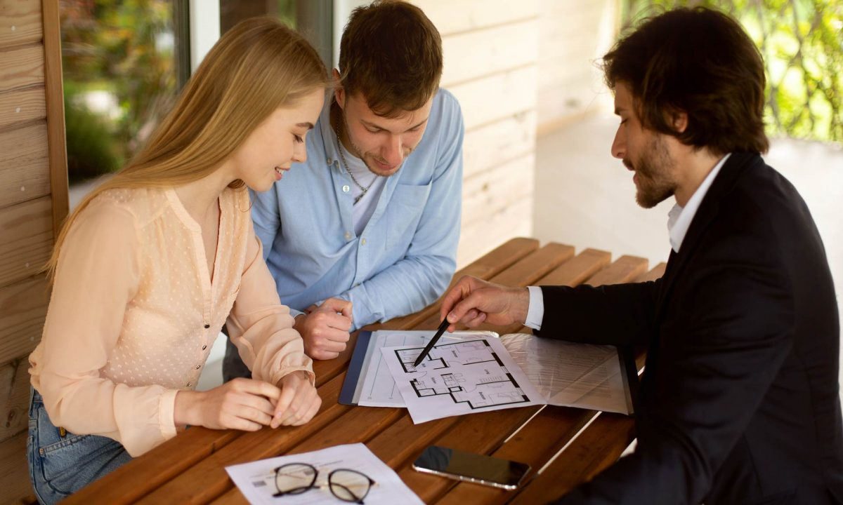 What Can A Real Estate Lawyer Do For You?